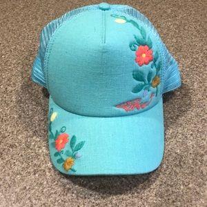 61981b59 Prana Embroidered Trucker Cap NWOT, turquoise